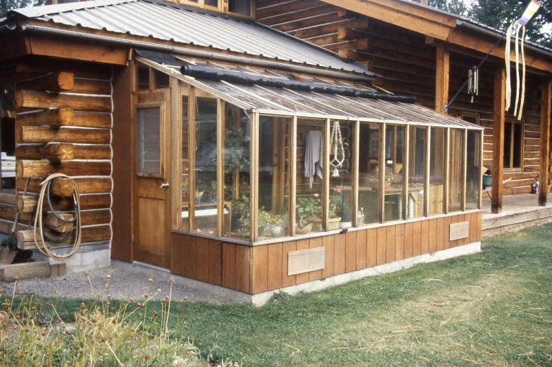 Garden sunroom greenhouse gallery sturdi built greenhouses for Log cabin sunroom additions